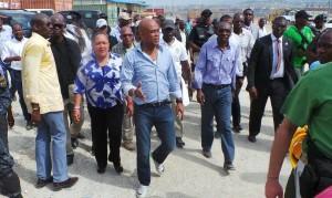 En visite au Wharf Jérémie en compagnie de la Première Dame Sophia Martelly et du Premier Ministre Evans Paul