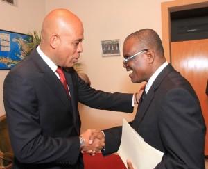 Le Chef de l'Etat felicitant le nouveau membre du CSPJ, Me Patrice Cadet