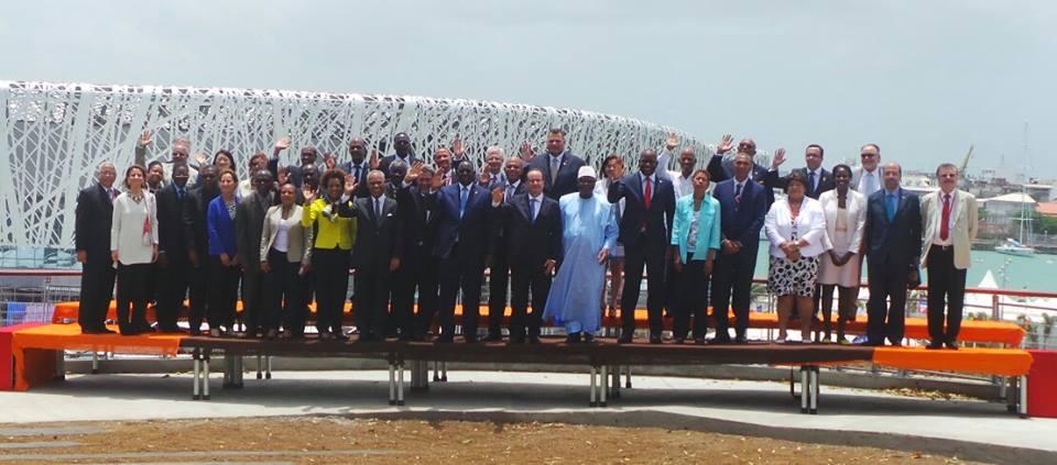 Photo souvenir avec les Chefs d'Etats et de Gouvernements à l'inauguration du #-MemorialACTe en Guadeloupe