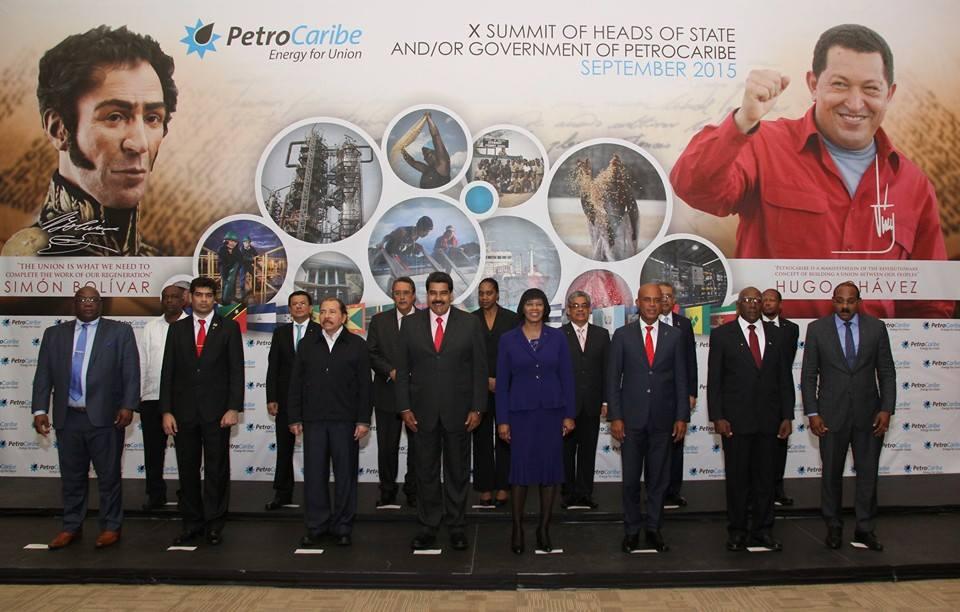 Photo officielle du sommet commémoratif des 10 ans de PETROCARIBE.