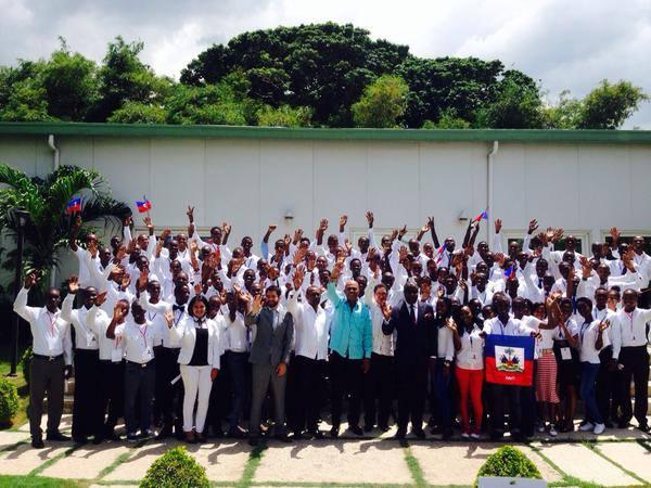 Photo souvenir avec les boursiers haïtiens en partance pour le Mexique