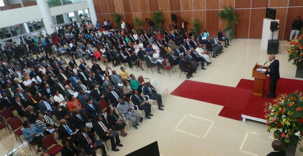 Je félicite l'équipe de la BRH pour la construction de ce centre moderne répondant aux normes internationales.