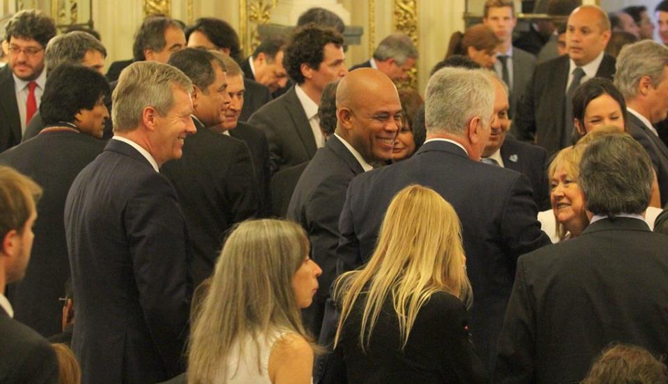 Le Président de la République à la cérémonie d'investiture du nouveau Président argentin, M. Mauricio Macri